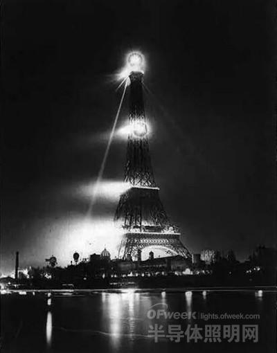 巴黎埃菲尔铁塔百年照明史:灯光让它活了起来