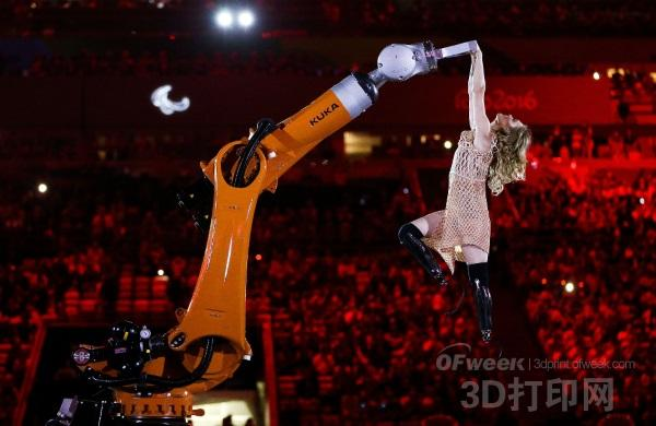 Amy Purdy着3D打印礼服拉开2016年里约残奥会序幕