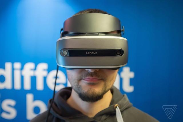 联想展示VR头盔原型机 比Vive轻巧约售300美元