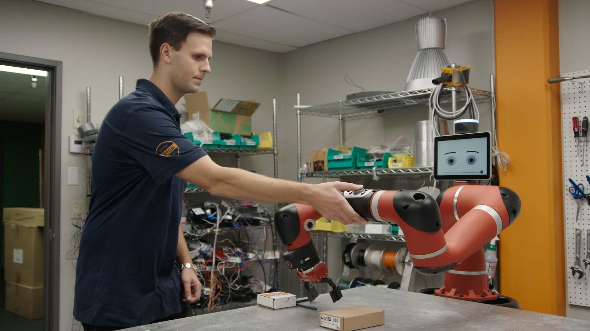 """Sawyer助力照明企业打造""""黑灯工厂""""  部署协作机器人速度提升1200%"""
