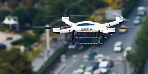 """警用无人机""""飞""""跃重重障碍 奔向美好未来"""
