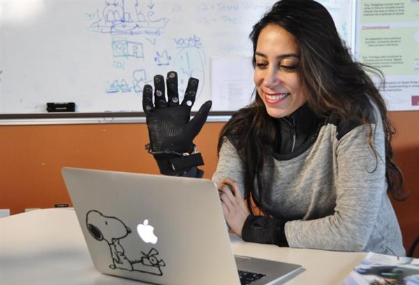 前景无限:加拿大发明远程互摸手套