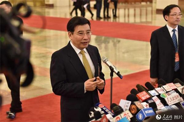 """苗圩:对新能源汽车骗补行为""""零容忍"""""""