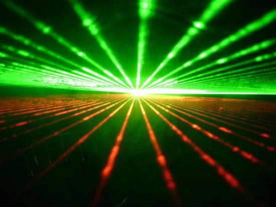 激光技术可让电脑性能提升10万倍