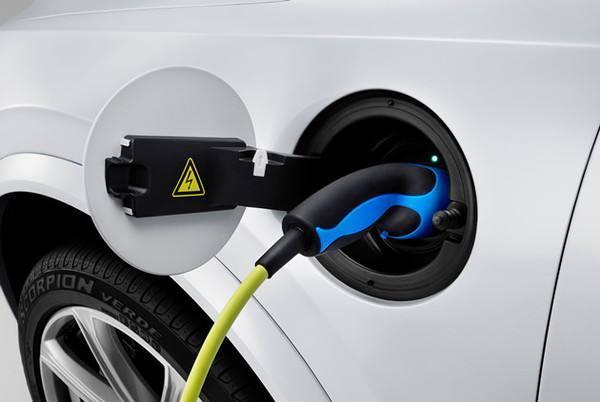 都盯上了共享充电宝,何不考虑一下共享充电桩?