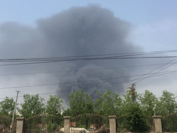 北京蟹岛度假村停车场起火 80余辆电动大巴烧毁