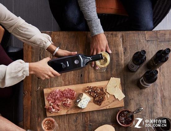 酒鬼必备:带液晶屏的智能酒瓶