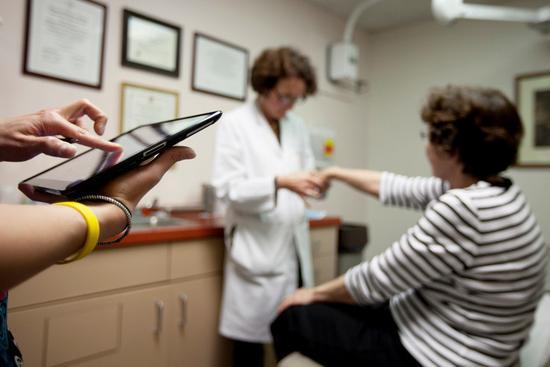 苹果医疗雄心:医院应为每个患者提供一台iPad