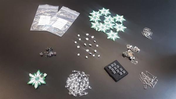 时尚黑科技 荷兰设计师3D打印可穿戴雪绒花项链