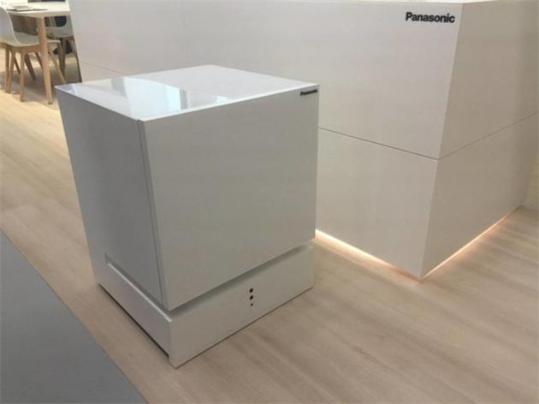 """这个冰箱很""""听话""""!松下推会自主移动的冰箱"""