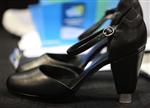 """两款""""智能""""高跟鞋:可无线控制高度或温度?"""