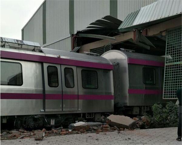 搞笑!印度无人驾驶地铁撞墙因忘记刹车 网友:莫迪要来就尴尬了