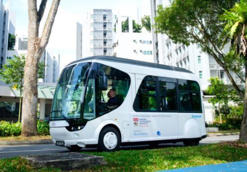 20秒闪充技术吸睛 NTU与BlueSG Pte合作电动接驳车及充电站