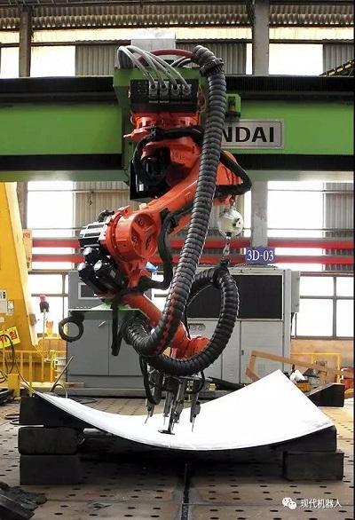 现代机器人新面孔三维曲面弯板加工机器人系统来了