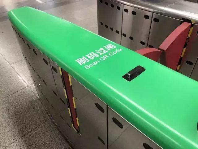 """一""""码""""当先:深圳市地铁乘车码上线,小马哥亲身示范"""