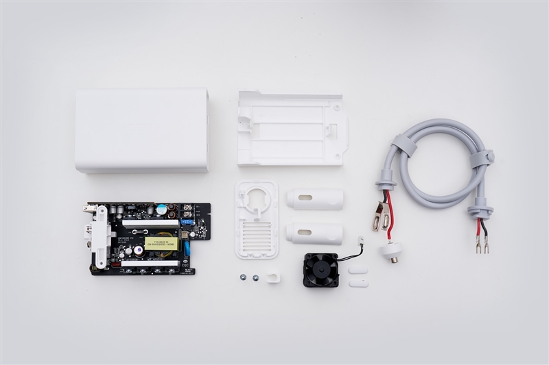 智米车载逆变器拆解:细节做工到位 安全配置完善