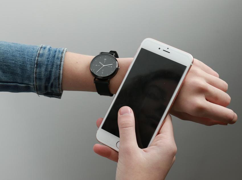 这款手表居然秒杀智能手环?