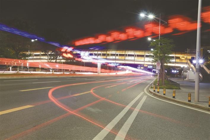 光明提升景观灯照明 七彩光束聚焦新区美颜