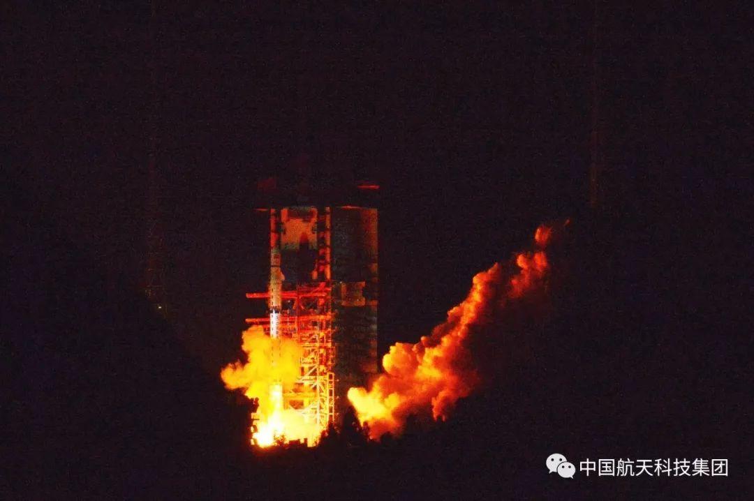 """嫦娥四号""""鹊桥""""中继星成功发射 搭建地月联通"""