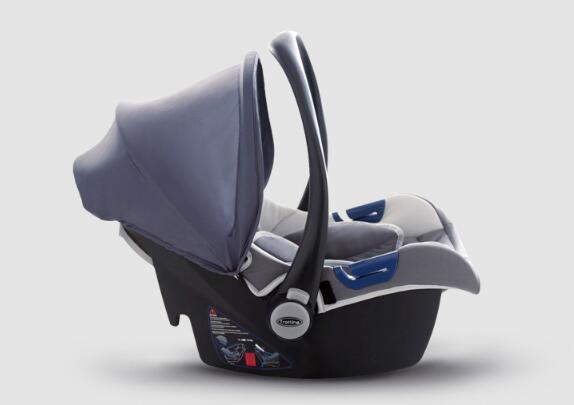 手提安全座椅让宝宝酣睡无压力